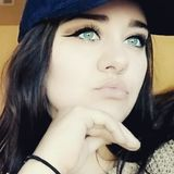 Mia from Roseburg   Woman   24 years old   Aries
